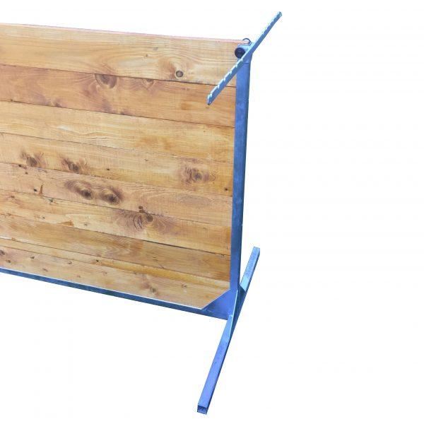 Univerzálny vymedzovač skoku T-systém Apanta rei. Príklad pripevnenia na pevnú metrovú prekážku